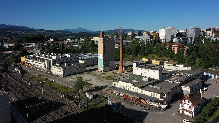Sur le site de BlueFactory, Groupe E assure la création de l'infrastructure énergétique, thermique et électrique ainsi que la gestion des flux énergétiques.