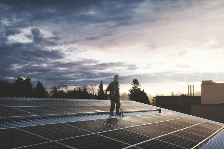 Groupe E installe 6 installations solaires photovoltaïques dans le quartier de Green Village