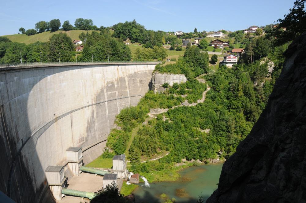Production d'électricité propre barrage Groupe E
